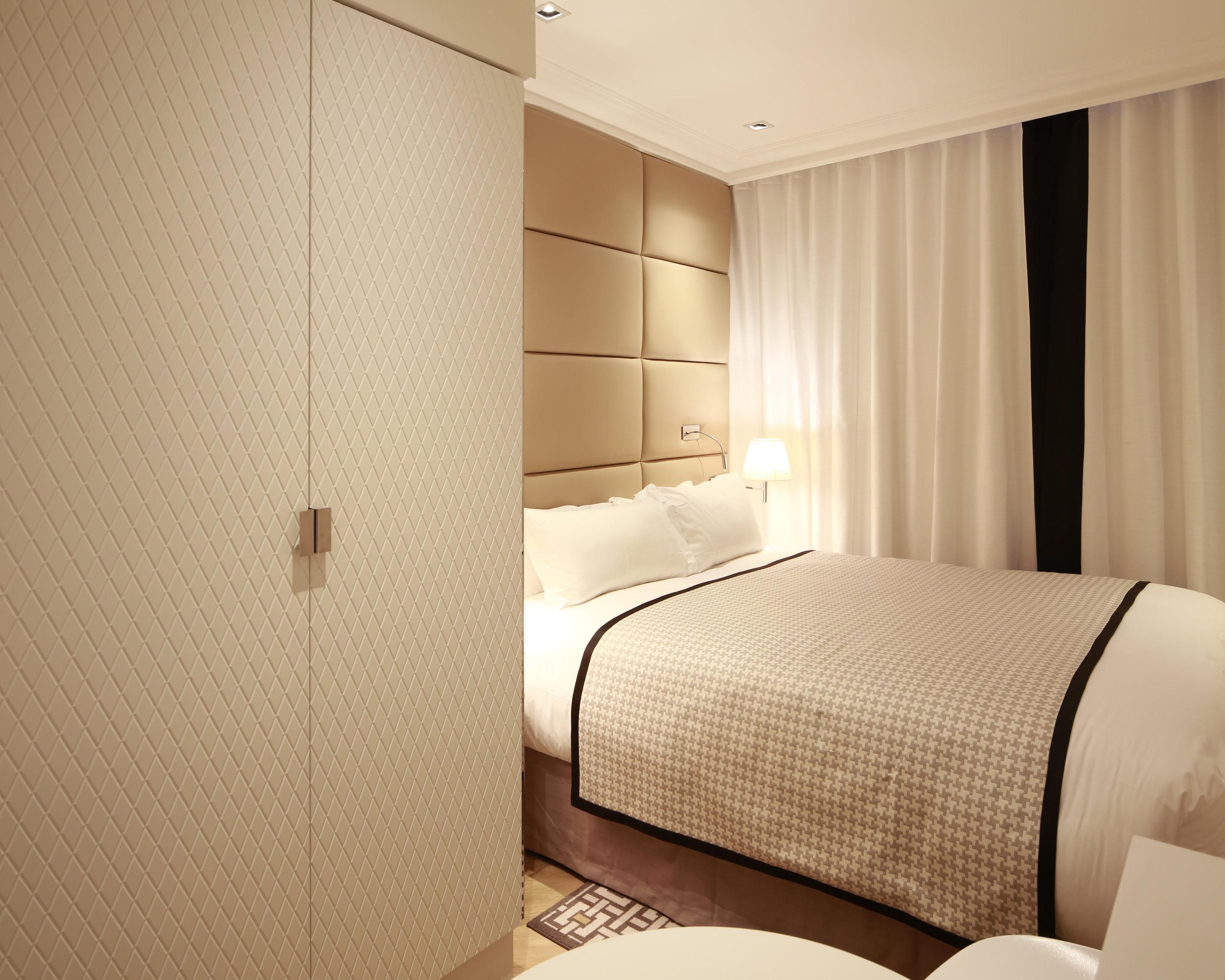 chambre familiale hotel r de paris. Black Bedroom Furniture Sets. Home Design Ideas