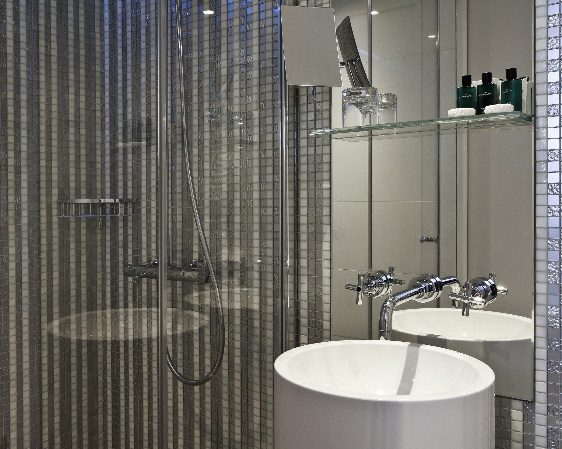 Salle De Bain Shower Curtain ~ superior room hotel r de paris official site